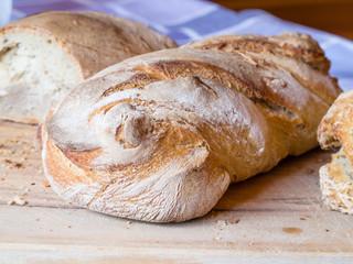 Pane casalingo fatto in casa appena cotto
