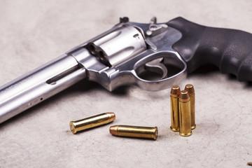 pistola con proiettili