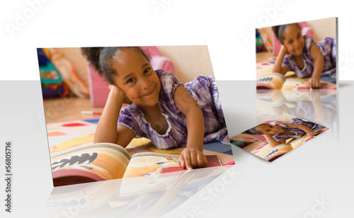 Tirage photo - enfant en train de lire