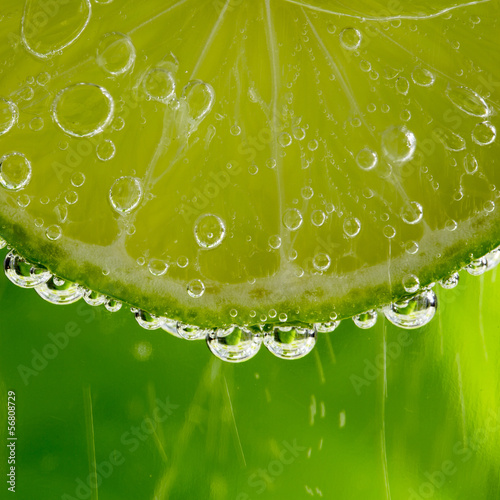 Lime in the bubbles © tonda55