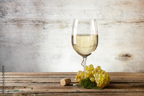 Fotobehang Wijn Glass of white wine