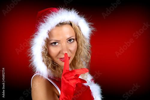 Miss Santa hält Finger vor den Mund