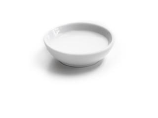 Kokosmilch in einer Porzellanschale