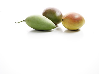 verschiedene Sorten von frischer Mango