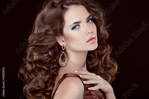 Wavy Hair. Beautiful Sexy Brunette Woman. Healthy Long Brown Hai