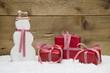 Weihnachtskarte mit Geschenke und Schneemann - Rot, Weiß, Holz