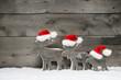 Rentier Familie als weihnachtliche Grußkarte mit Holz