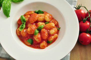 Gnocchi im Tomaten Basilikum Sauce