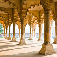 Beautiful gallery of pillars at Agra Fort. Agra, India