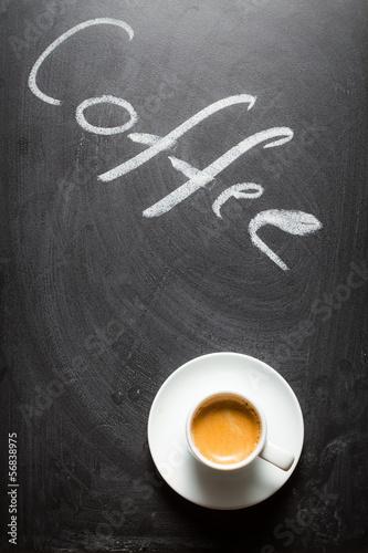 czarna-tablica-z-napisem-kawy-i-espresso