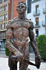 Figueras, Figueres, Sant Jordi, escultura de Mercè Riba