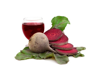 raw beetroot and beetroot juice