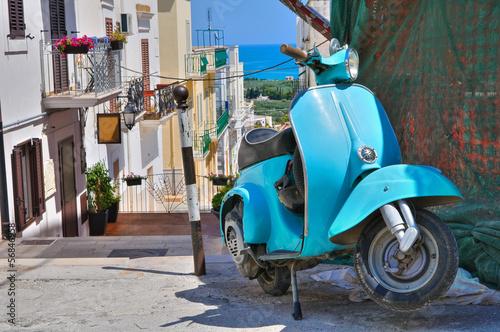 Leinwanddruck Bild Alleyway. Mattinata. Puglia. Italy.