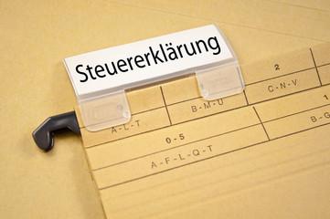 Ordner mit Steuererklärung