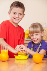 Kids are squeezing orrnage juice,