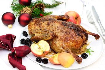Knusprige Ente mit Äpfel und Pflaumen