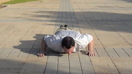 Fatty doing push-ups
