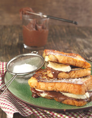 French Toast with Sliced Bananas and Chocolate Cream Nutella