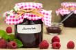 Marmelade mit frischen Himbeeren