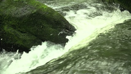 Wasserfall / Stromschnelle in Slowmotion (200fps)