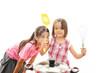 料理をする姉妹