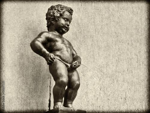 Leinwanddruck Bild Grunge Vintage look of Manneken Pis in Brussels