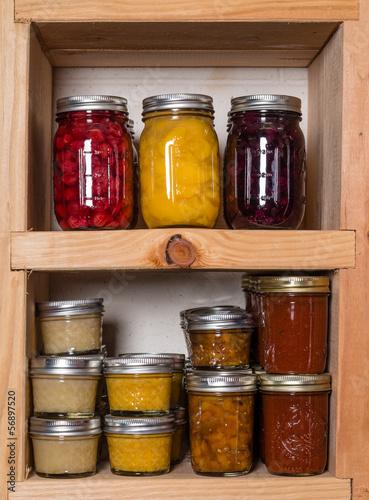 Keuken foto achterwand Boodschappen Storage shelves with canned food
