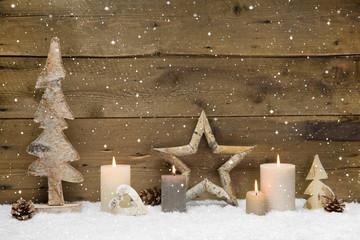 Weihnachten - natürlich aus Holz - Deko mit vier Kerzen