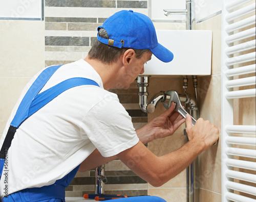 Leinwanddruck Bild Young plumber man worker