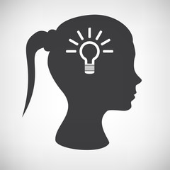 Frauenkopf mit Glühbirne
