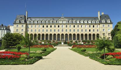 Palacio y jardines de Rennes