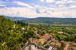 Moustiers-Sainte-Marie und Gebirge