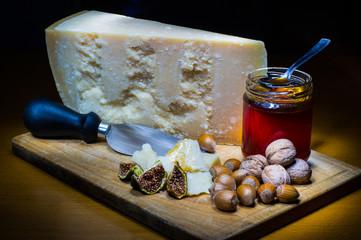 Abbinamento formaggio e miele