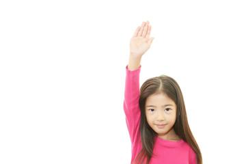 手を上げる女の子