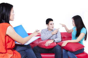 Couple with a problem consults to a psychologist 1
