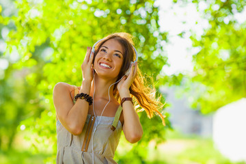 young woman lsitening to the music outdoors