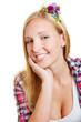 Junge lächelnde Frau mit Haarschmuck