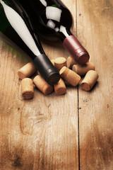 Weinflaschen liegend rustikal