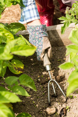 Woman working with a trowel