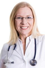 Lächelnde Ärztin mit Brille