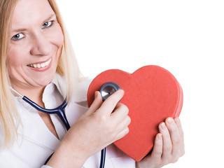 Ärztin hört Herz ab