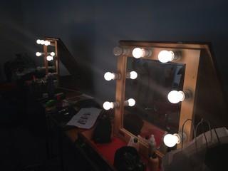 make up artist room