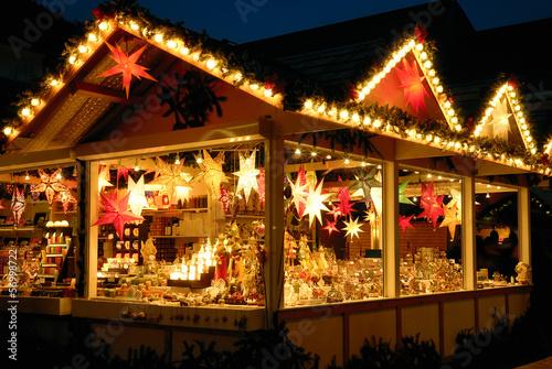 Fotobehang Uitvoering Verkaufsstand am Weihnachtsmarkt
