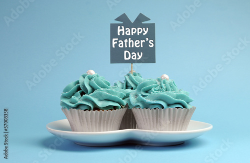 Happy Fathers Day  cupcakes with sign