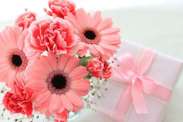 ガーベラの花束とプレゼント