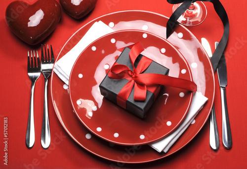 Papiers peints Buffet, Bar Modern romantic polka dot red Valentine table setting
