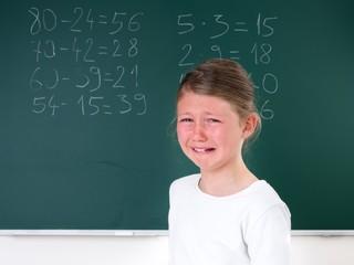 Schülerin leidet unter Schulstress