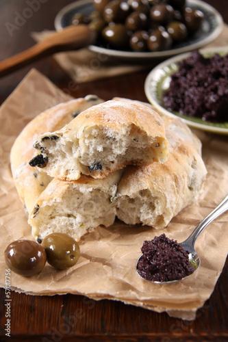 fougasse mit oliven und tapenade