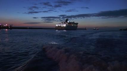 ferry sortant de la rade
