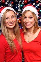 Frauen mit Nikolausmützen